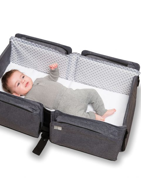 Baby travel open with baby-grey shirt_KEP0200_b_web
