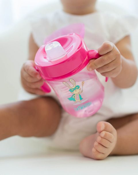 Lifestyle_Soft_Spout_Toddler_Cup_Pink_O16A8890